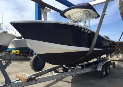 Regulator 24 for sportfishing with bottom painted